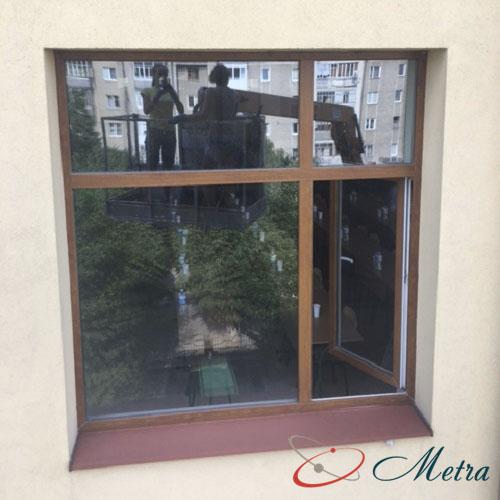 Чистое окно на последнем этаже